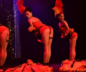 Revue parisienne sexy girls