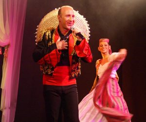 Spectacle cabaret chant danse