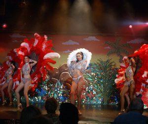 Cabret tour de chant danseuses sexy